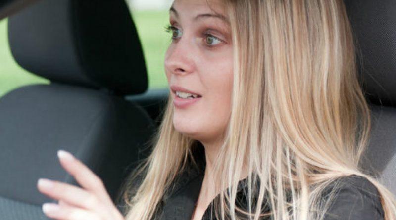 Cum poate invata o femeie sa conduca mai bine